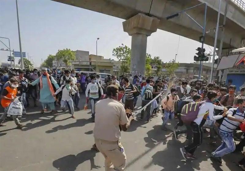 درگیری کارگران مهاجر با پلیس هند در جهت بازگشت
