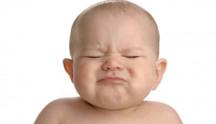 علت زور زدن نوزاد چیست و چگونه برطرف می گردد؟