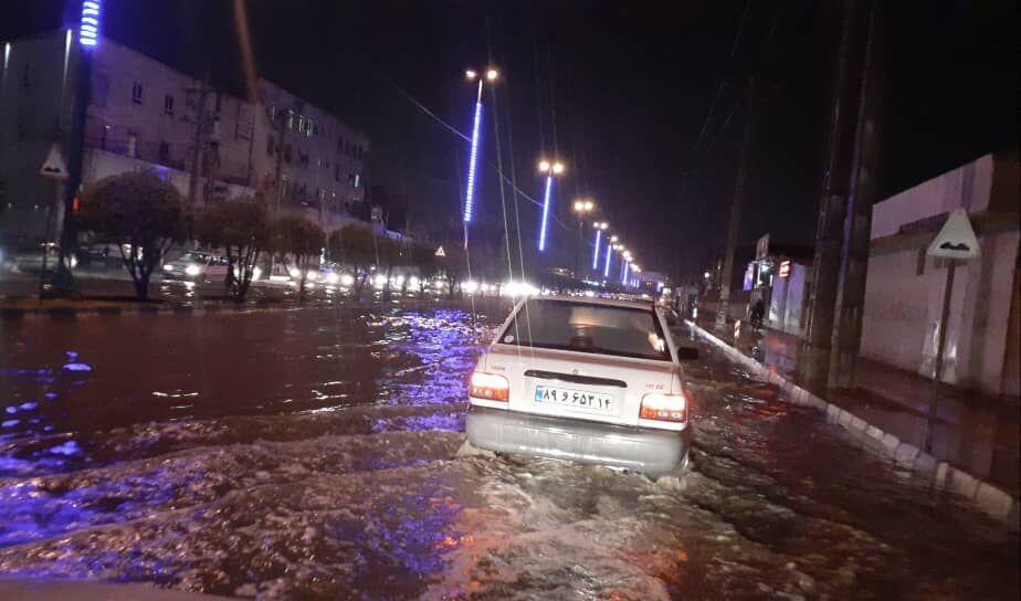 خبرنگاران بارش باران باعث جاری شدن سیلاب در خیابان های اهواز شد
